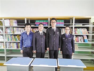 首页 鹰城快讯 鹰城要闻  4月6日上午,天津新港海关4名关员来到鲁山县